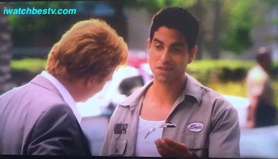 Series de TV: Gift of eyeglasses from Adam Rodriguez (Erick Delko) to David Stephen Caruso (Horatio Caine).