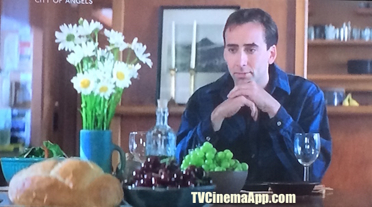 TV Cinema Gallery: Brad Silberling's City of Angels, angel Seth (Nicolas Cage) in front of food trying to figure out what these things around him are and what they are for.