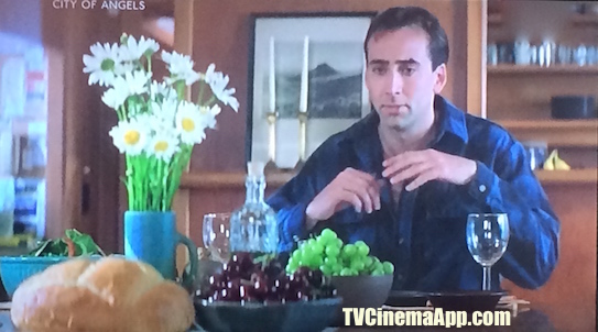 TV Cinema Gallery: Brad Silberling's City of Angels, angel Seth (Nicolas Cage) while trying to experiment with food, get the test as a human and get through all the feelings associated with it.